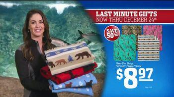 Bass Pro Shops Christmas Sale TV Spot, 'Fleece, Thermals and Dehydrator' - Thumbnail 4