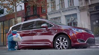 Chrysler Big Finish Event TV Spot, 'Smart Cookie: No Uconnect' [Spanish] [T2] - Thumbnail 1