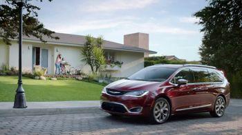 2017 Chrysler Pacifica TV Spot, 'Hero Story One: Functionality' [Spanish] [T1] - Thumbnail 1