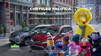 Chrysler Big Finish 2017 TV Spot, 'Smart Cookie' [T1] - Thumbnail 10