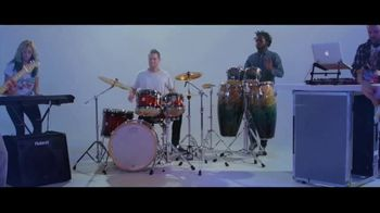 Guitar Center TV Spot, 'Portable Keyboard and Lessons' - Thumbnail 9
