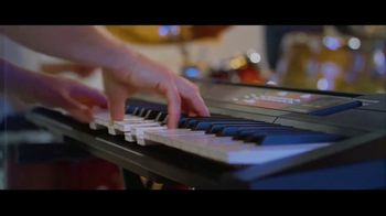 Guitar Center TV Spot, 'Portable Keyboard and Lessons' - Thumbnail 4