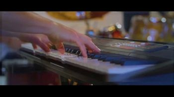 Guitar Center TV Spot, 'Portable Keyboard and Lessons' - Thumbnail 5