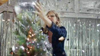 Old Navy TV Spot, 'Do The HOLIYAY Dance: 75 Percent Off' Song by Justice - Thumbnail 10