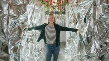 Old Navy TV Spot, 'Do The HOLIYAY Dance: 75 Percent Off' Song by Justice - Thumbnail 8