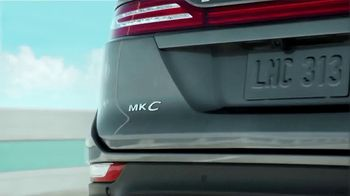 Lincoln Wish List Sales Event TV Spot, 'Living in the Moment: MKC' [T2] - Thumbnail 7