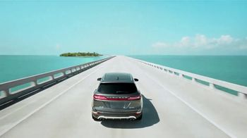 Lincoln Wish List Sales Event TV Spot, 'Living in the Moment: MKC' [T2] - Thumbnail 8