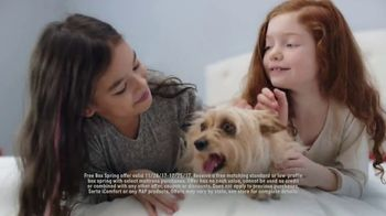 Mattress Firm Winter Slumber Sale TV Spot, 'Free Box Spring and Delivery' - Thumbnail 4