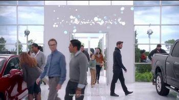 Ford El Evento de Fin de Año TV Spot, 'Los regalos de Santa' [Spanish] [T2] - Thumbnail 5