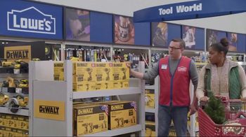 Lowe's TV Spot, 'The Moment: Gift Giver' - Thumbnail 8