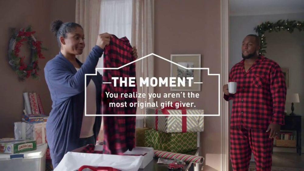 Lowe's TV Commercial, 'Gift Giver: Kobalt Mechanic's Tool Set' - Video