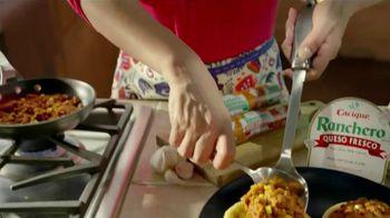 Cacique Ranchero TV Spot, 'Dos cocinas: hija' [Spanish] - Thumbnail 3