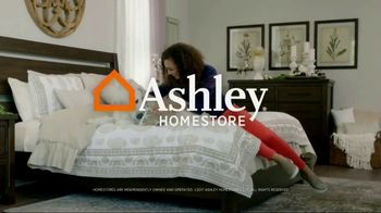 Ashley HomeStore TV Spot, 'Home for the Holidays' - Thumbnail 9