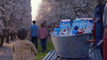 Almond Breeze TV Spot, 'Invitation' - Thumbnail 3