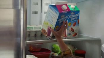 Almond Breeze TV Spot, 'Invitation' - Thumbnail 7