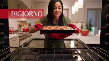 DiGiorno Crispy Pan Pizza TV Spot, 'PAN PAN PAN PAN' - Thumbnail 2