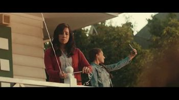 Fios Gigabit Connection TV Spot, 'Good Neighbors' Featuring Gaten Matarazzo - Thumbnail 4