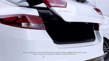 Kia Fall Savings Time TV Spot, 'Robot-Tested Smart Trunk Technology' - Thumbnail 3