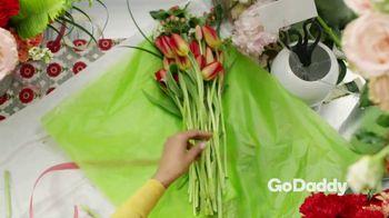 GoDaddy TV Spot, 'Tus manos pueden hacer cosas increíbles' [Spanish] - Thumbnail 2