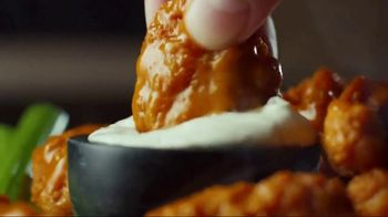 Applebee's 2 for $20 TV Spot, 'Hungry Eyes' Song by Eric Carmen - Thumbnail 6