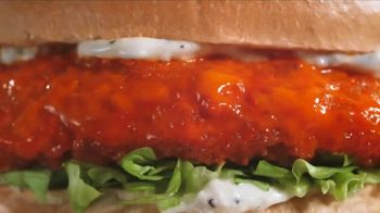 Arby's Buffalo Chicken Sandwich TV Spot, 'Sports Bar' - Thumbnail 1
