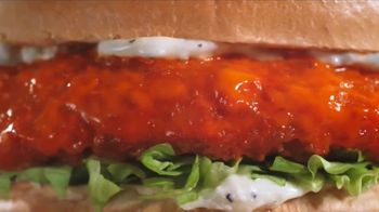 Arby's Buffalo Chicken Sandwich TV Spot, 'Sports Bar' - Thumbnail 2