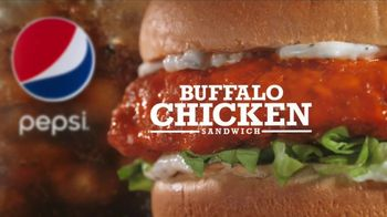 Arby's Buffalo Chicken Sandwich TV Spot, 'Sports Bar' - Thumbnail 8