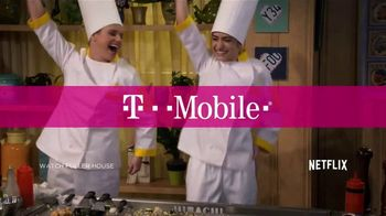 T-Mobile Unlimited + Netflix TV Spot, 'New Year, New Phones for the Family' - Thumbnail 2