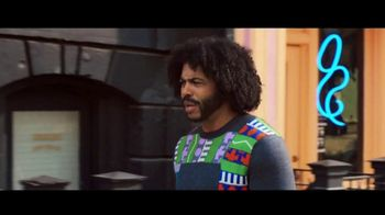 Zelle TV Spot, 'How Money Moves: Around Town' Featuring Daveed Diggs - Thumbnail 7
