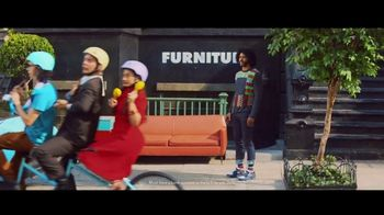 Zelle TV Spot, 'How Money Moves: Around Town' Featuring Daveed Diggs - Thumbnail 8