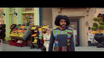 Zelle TV Spot, 'How Money Moves: Around Town' Featuring Daveed Diggs - Thumbnail 9