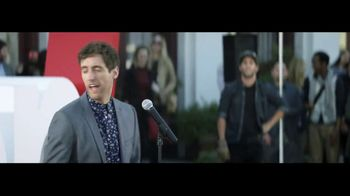 Verizon TV Spot, 'Awards' Featuring Thomas Middleditch - Thumbnail 9