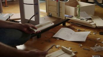 GEICO TV Spot, 'The Gecko Attempts Furniture Assembly' - Thumbnail 4