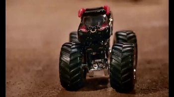 Hot Wheels Monster Jam El Toro Loco Showdown TV Spot, 'Take Down the Bull' - Thumbnail 9