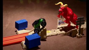 Hot Wheels Monster Jam El Toro Loco Showdown TV Spot, 'Take Down the Bull' - Thumbnail 5