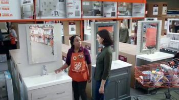 The Home Depot TV Spot, 'Haz un gran cambio en tu baño' [Spanish] - Thumbnail 4