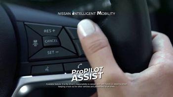 2017 Nissan Rogue TV Spot, 'Auto Show' [T2] - Thumbnail 5
