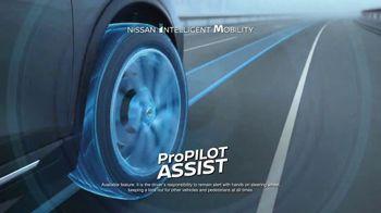 2017 Nissan Rogue TV Spot, 'Auto Show' [T2] - Thumbnail 6