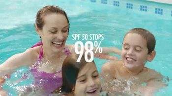 Coppertone TV Spot, 'The Pool' - Thumbnail 5