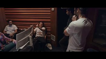 Apple Music TV Spot, 'Harry Styles: Behind the Album' - Thumbnail 2