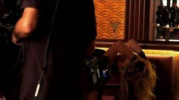 Apple Music TV Spot, 'Shakira: El Dorado' - Thumbnail 3