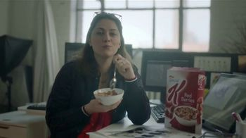 Special K TV Spot, 'Las mujeres comen' canción de Darude [Spanish] - Thumbnail 5