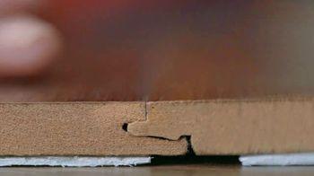 The Home Depot TV Spot, 'Resistente al agua' [Spanish] - Thumbnail 4