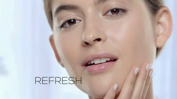 Garnier SkinActive Cleansing Water TV Spot, 'Works Morning and Night' - Thumbnail 7