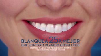 Crest 3D White Whitestrips TV Spot, 'Rutina de blanqueamiento' [Spanish] - Thumbnail 5