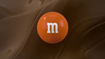 M&M's Caramel TV Spot, 'Group Talk' [Spanish] - Thumbnail 10