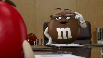M&M's Caramel TV Spot, 'Group Talk' [Spanish] - Thumbnail 2