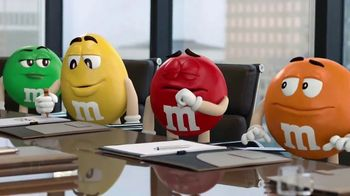 M&M's Caramel TV Spot, 'Group Talk' [Spanish] - Thumbnail 3