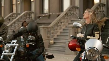 GEICO Motorcycle TV Spot, 'Brownstone' Song by Strange Weather - Thumbnail 9