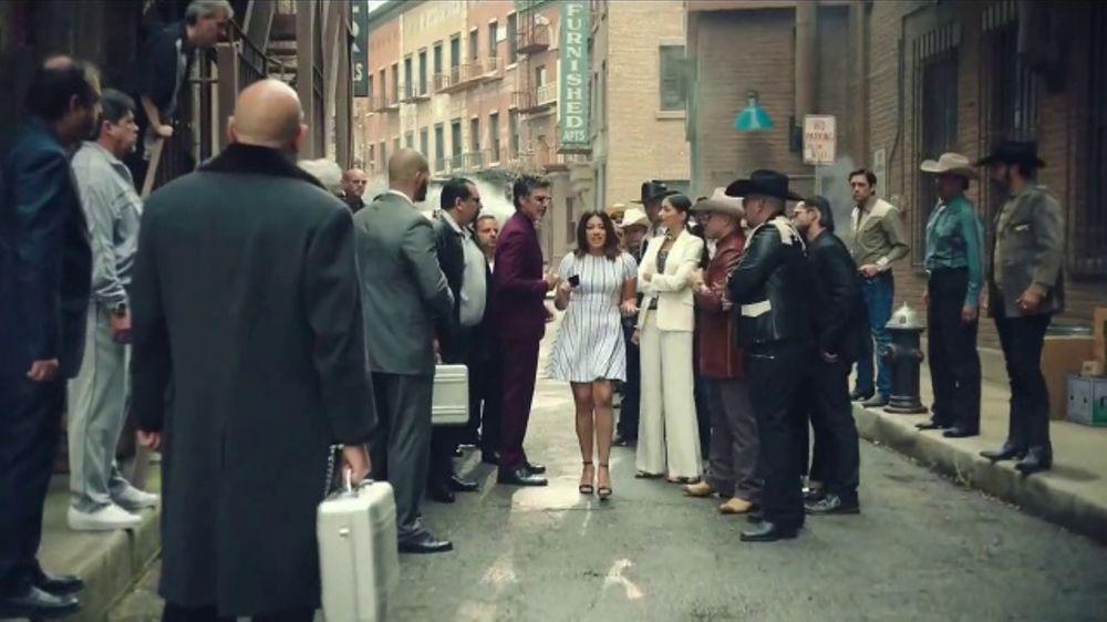 AT&T TV Commercial, 'El Capo: iPhone 7 gratis' con Gina Rodriguez